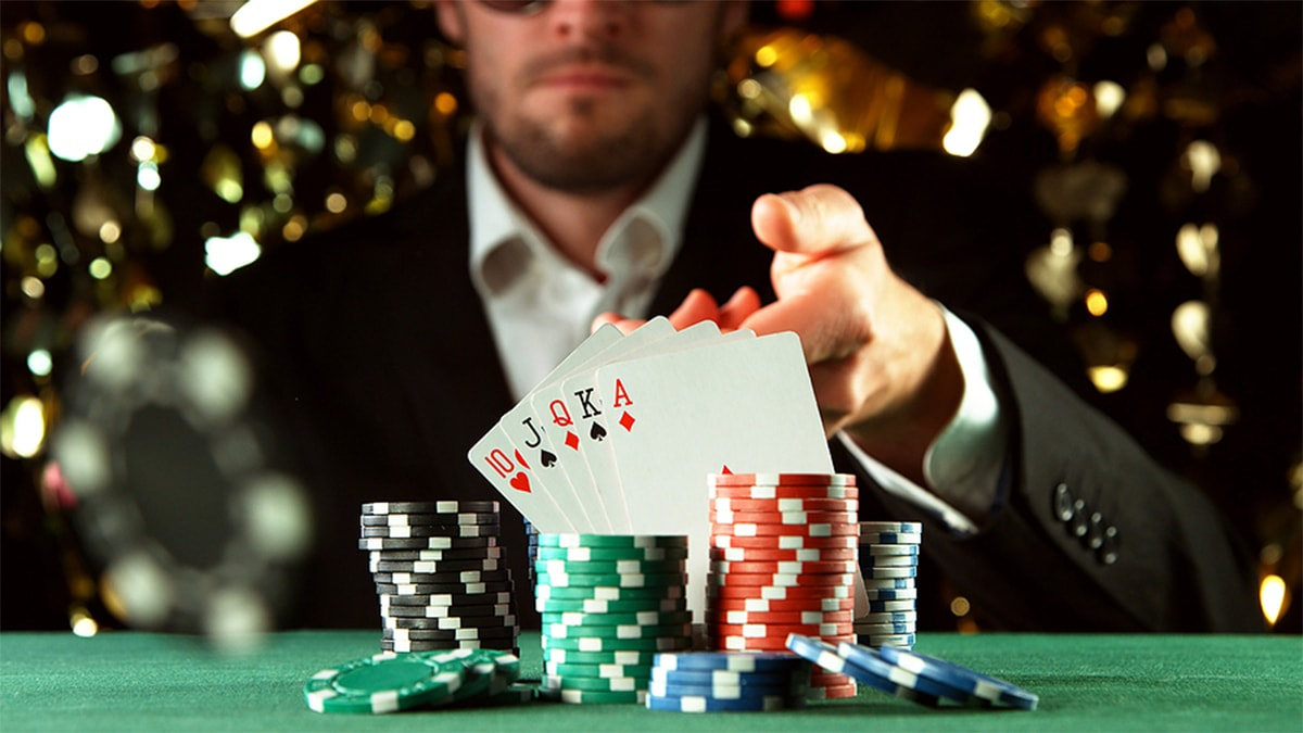 Extremely Straightforward Techniques To Boost Your Poker